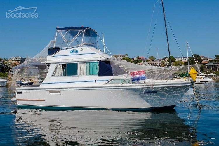 1985 MARINER 31 FLYBRIDGE